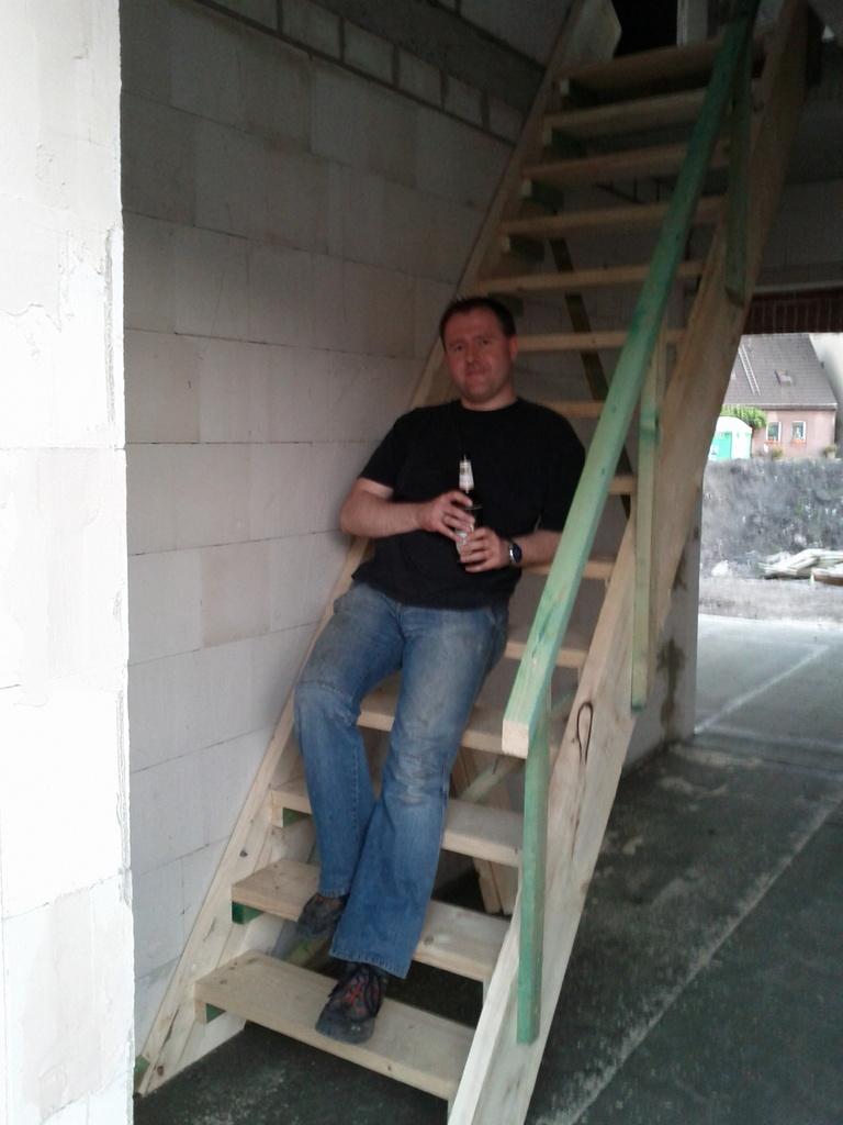 bauherr und seine bautreppe warum mieten wenn selber bauen so einfach ist bauheinis. Black Bedroom Furniture Sets. Home Design Ideas