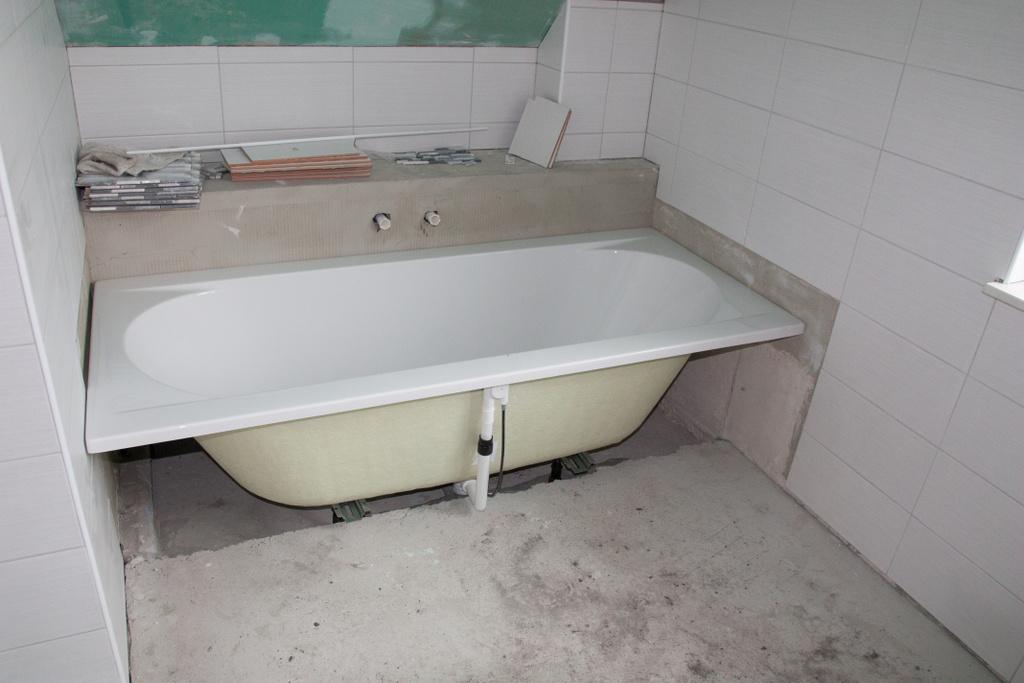 die eingebaute badewanne leider hat sich fa witte hier. Black Bedroom Furniture Sets. Home Design Ideas