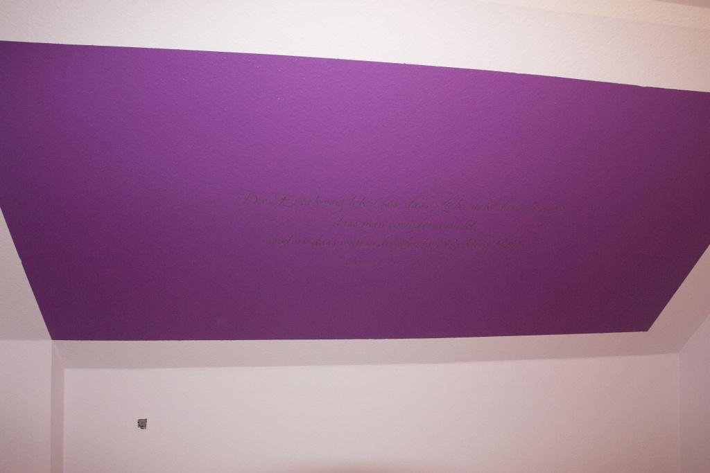 Lieblich Eine Lila Wand Im Flieder Zimmer. Das Ist Unser Schlafzimmer. In Der Mitte  Kann