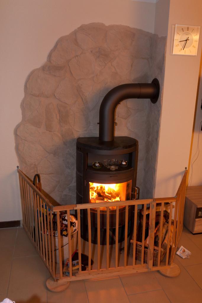 unsere wohlf hlecke der kaminofen hat eine sch ne. Black Bedroom Furniture Sets. Home Design Ideas